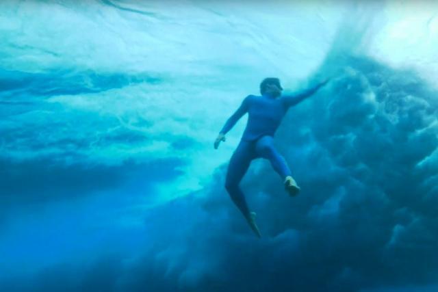 Apnée : Arnaud Jerald sort une vidéo bluffante dans les vagues à Tahiti – Apnée