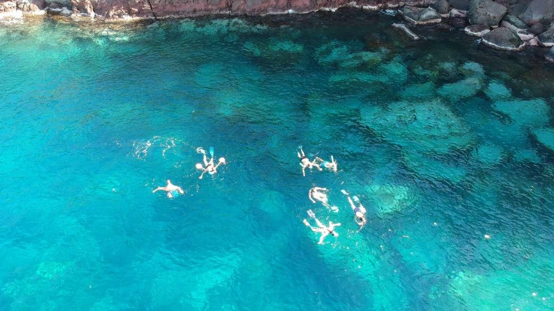 Snorkeling en famille avec les tortues dans les eaux turquoises depuis notre cat…